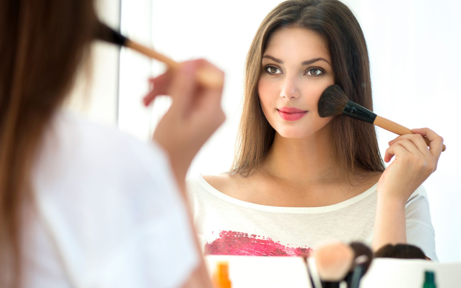 makeup cosmetics and women Makeup and cosmetics for women makeup tips, makeup looks, how to videos and tutorials featuring best makeup foundation, eyeshadow, mascara, eyeliner, lipstick, blush.